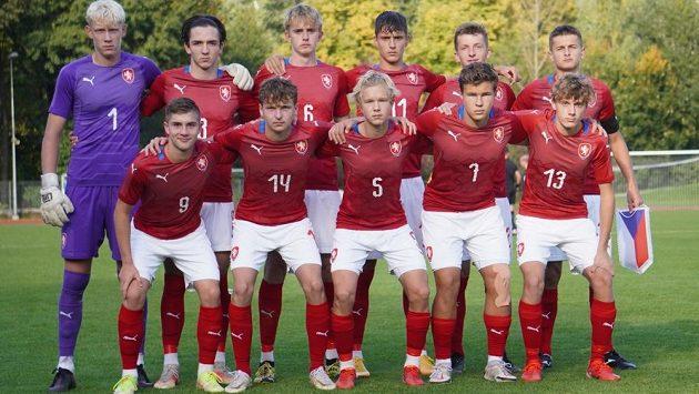 Česká fotbalová reprezentace do 17 let před zápasem se Švédskem.