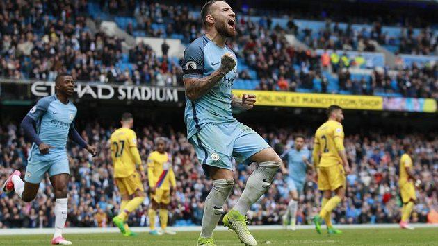 Nicolas Otamendi z Manchesteru City slaví pátý gól v síti Crystal Palace v utkání Premier League.