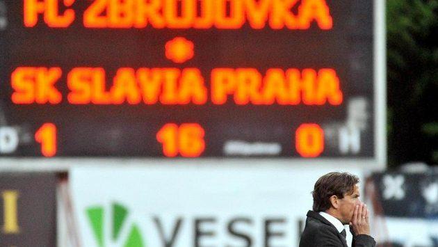 Slávistický trenér Alex Pastoor během utkání v Brně.