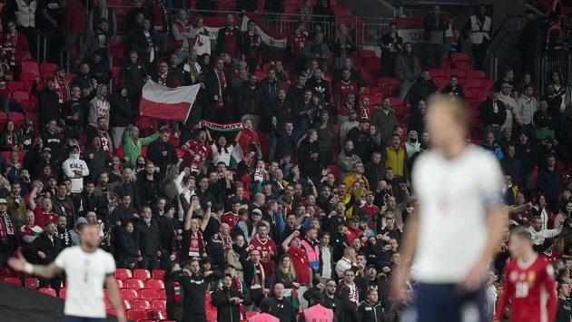 Maďarští fanoušci se ve Wembley porvali s londýnskou policií.
