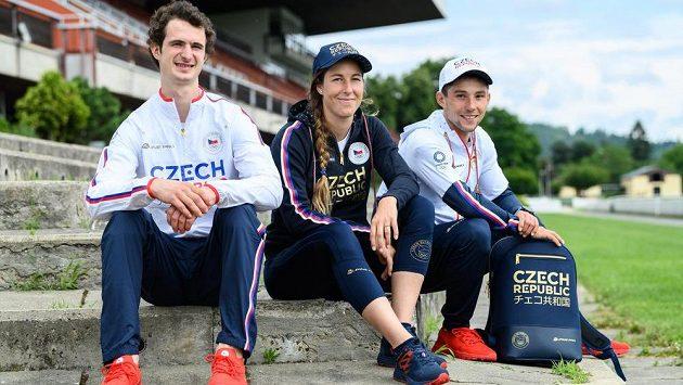 Lezec Adam Ondra a vodní slalomáři Kateřina Minařík Kudějová a Jiří Prskavec byli prvními sportovci, kteří převzali kompletní olympijskou kolekci.