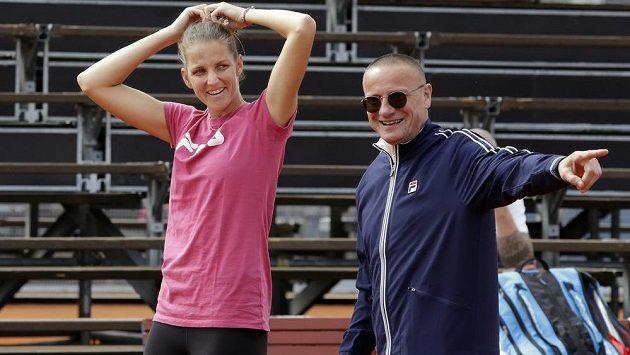 Tenistka Karolína Plíšková na tréninku s kondičním trenérem Markem Všetíčkem.
