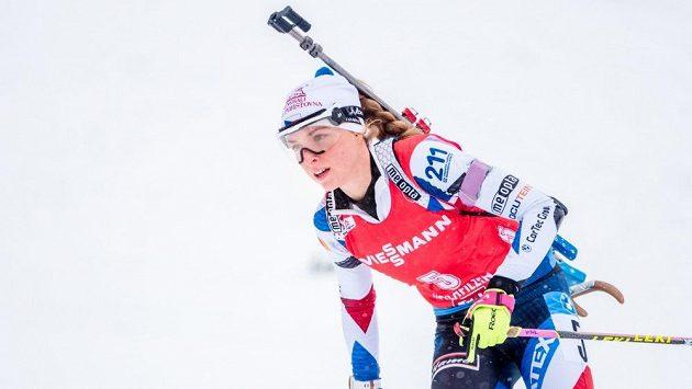 Česká biatlonistka Markéta Davidová na trati.