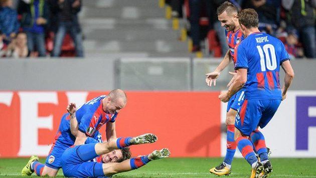 Fotbalisté Viktorie Plzeň (zleva) Milan Petržela, Michael Krmenčík, Radim Řezník a Jan Kopic oslavují gól na 1:0 během utkání s Beer Ševou.