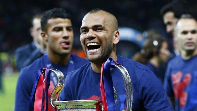 Obránce Barcelony Dani Alves zůstává v Barceloně.