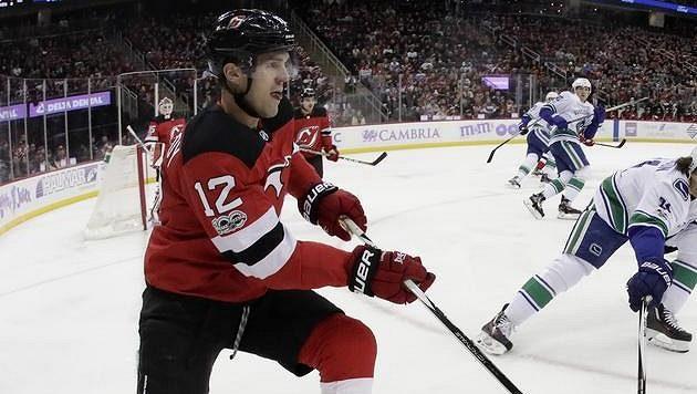Hokejový obránce New Jersey Ben Lovejoy.