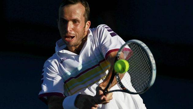 Radek Štěpánek v utkání 1. kola Australian Open proti Viktoru Troickému ze Srbska