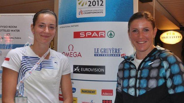 Soupeřky v běhu na 400 metrů překážek Denisa Rosolová (vlevo) a Zuzana Hejnová