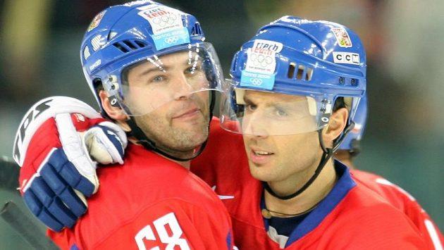 Jaromír Jágr s Martinem Ručinským na olympijských hrách 2006 v Turíně, kde česká hokejová reprezentace získala bronz.