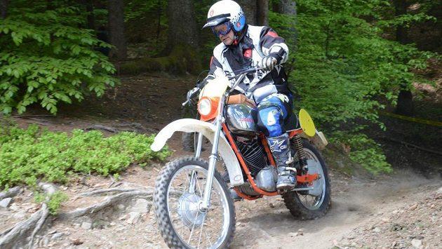 Čeští reprezentanti se na endurové Šestidenní, mezinárodní soutěži motocyklových týmů, posunuli na osmé místo. (ilustrační foto)