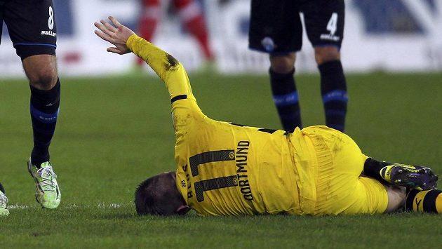 Marco Reus z Dortmundu utrpěl při utkání v Paderbornu zranění kotníku.