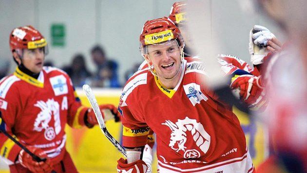 Útočník Třince Martin Adamský se raduje z gólu v duelu s Brnem.