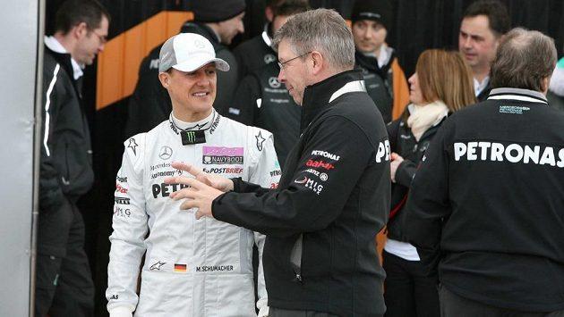 Staré dobré časy. Michael Schumacher (vlevo) a Ross Brawn na archivním snímku z roku 2011.