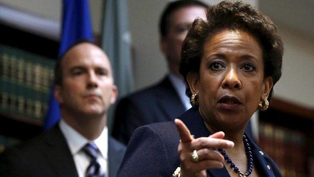 Americká ministryně spravedlnosti Loretta Lynchová obvinila vlivné funkcionáře FIFA z praní špinavých peněz.