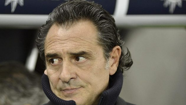 Trenér italských fotbalistů Cesare Prandelli při přípravě s Brazílií.