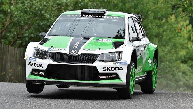 Jan Kopecký se spolujezdcem Pavlem Dreslerem na voze Škoda Fabia R5.