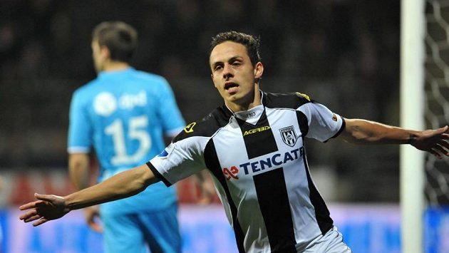 Jaroslav Navrátil slaví gól v dresu Heraclesu Almelo.