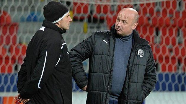 Generální manažer plzeňských fotbalistů Adolf Šádek a trenér Karel Krejčí (vlevo).