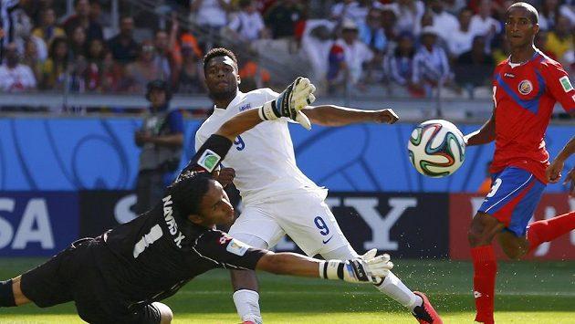 Anglický útočník Daniel Sturridge (uprostřed) se během zápasu s Kostarikou dostal do několika šancí, ani jednu ale neproměnil.