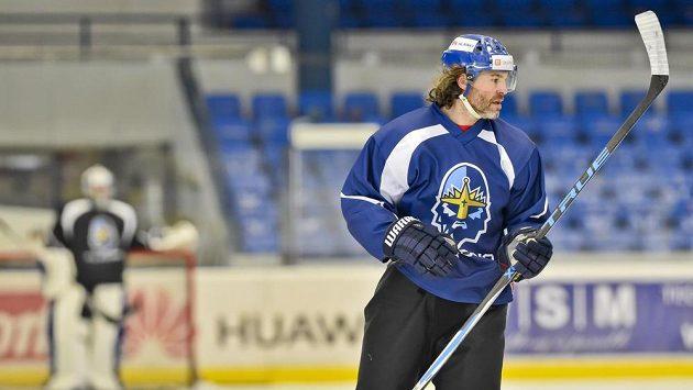 Jaromír Jágr delší dobu kladenský dres neoblékne, bude hájit barvy Plamenů z Calgary v NHL.