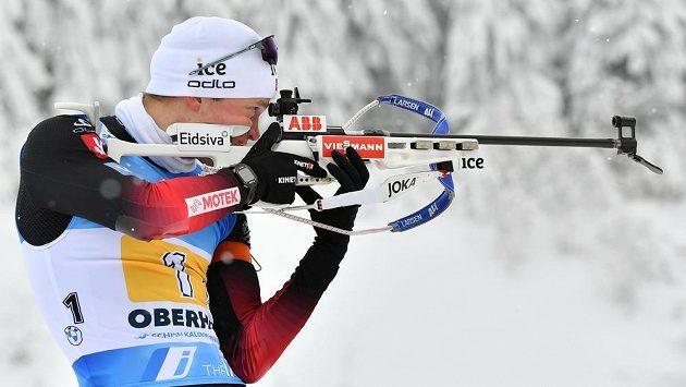 Vítězem druhého závodu s hromadným startem je Nor Tarjei Boe.