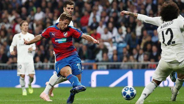 Patrik Hrošovský střílí gól Plzně v utkání Ligy mistrů s Realem Madrid.