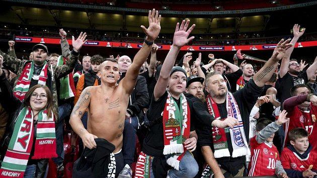 Maďarští fanoušci se ve Wembley porvali s londýnskou policií