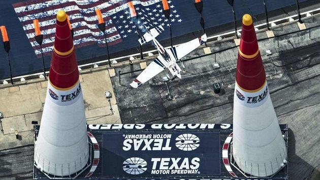 Martin Šonka při závodu Red Bull Air Race v texaském Fort Worthu.