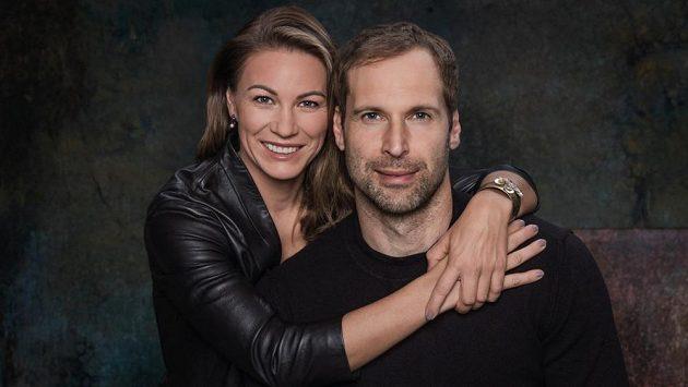 Fotbalista Petr Čech s manželkou Martinou.