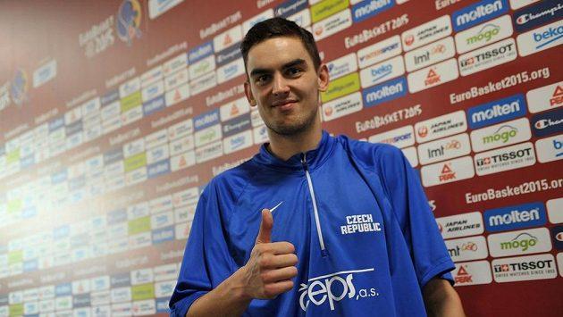 Český reprezentant Tomáš Satoranský měl po zápase s Belgií dobrou náladu. Trojkou v závěru totiž rozhodl o vítězství českého týmu.