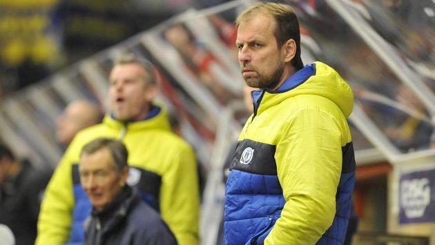 Zlínský trenér Rostislav Vlach během dohrávky 7. kola Tipsport extraligy proti Olomouci.