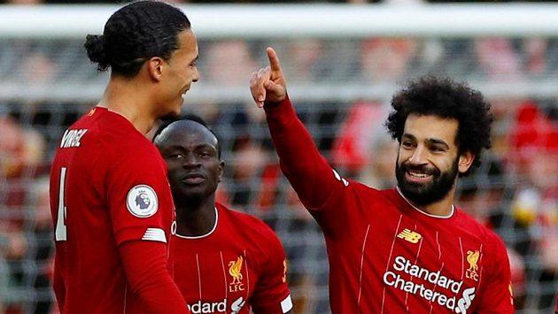 Liverpoolský kanonýr Mohamed Salah (vpravo) se raduje ze své první branky proti Watfordu.