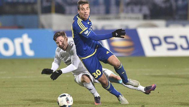 Tomáš Přikryl z Mladé Boleslavi (vlevo) a střelec vítězného jihlavského gólu Jozef Urblík.