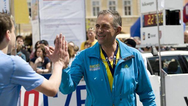 Carlo Capalbo mezi běžci.