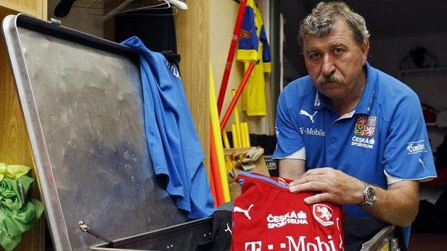 O výbavu české fotbalové reprezentace se pečlivě stará kustod týmu Jiří Šíma