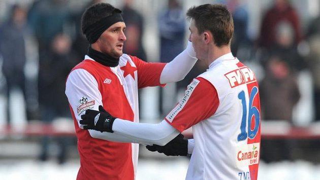 Martin Fenin (vlevo) a Jaromír Zmrhal během utkání Tipsport ligy proti Jablonci. Jejich Slavia obhajuje prvenství.