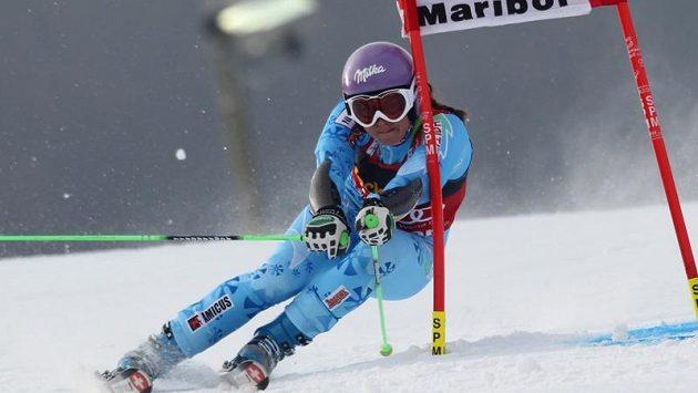 Slovinka Tina Mazeová při slalomu v Mariboru.