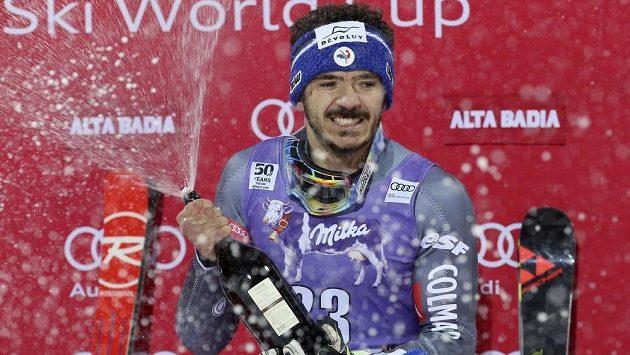 Francouzský lyžař Cyprien Sarrazin slaví senzační triumf v paralelním obřím slalomu Světového poháru v Alta Badii.