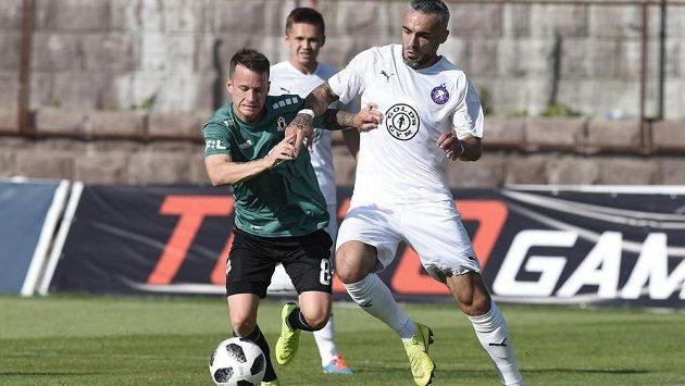 Jablonecký fotbalista Jan Sýkora v akci během úvodního utkání 2. předkola Evropské ligy s Pjunikem Jerevan.