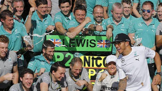 Juchání stáje Mercedes po Velké ceně Brazílie. Kdo bude slavit titul v Abú Zabí?
