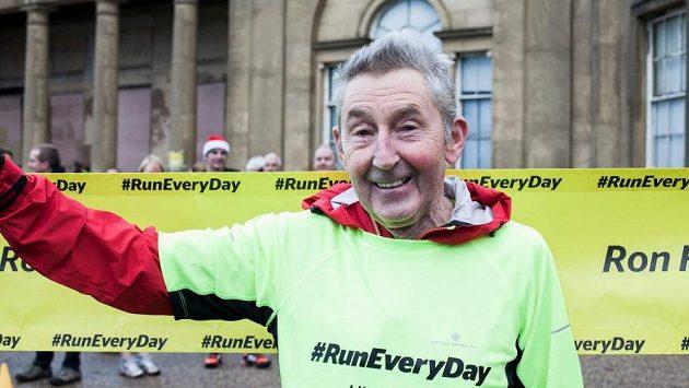 Dámy a pánové, Ron Hill, zosobněné půlstoletí běhu.