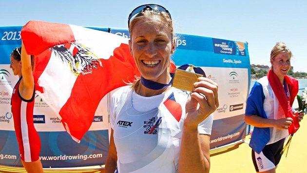 Skifařka Mirka Knapková se chlubí zlatou medailí z ME v Seville.