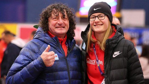 Bundy využije v Birminghamu česká výprava i ve vnitřních prostorech, tak jako po tréninku výškařka Michaela Hrubá se svým trenérem Michalem Pogánym.