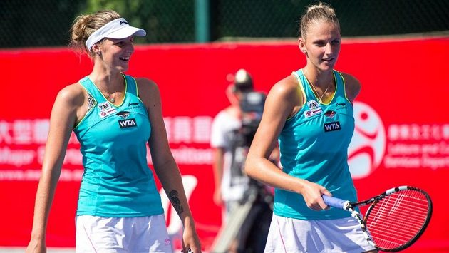 Kristýna (vlevo) a Karolína Plíškovy o sobě dávají na ženském tenisovém okruhu vědět stále víc.