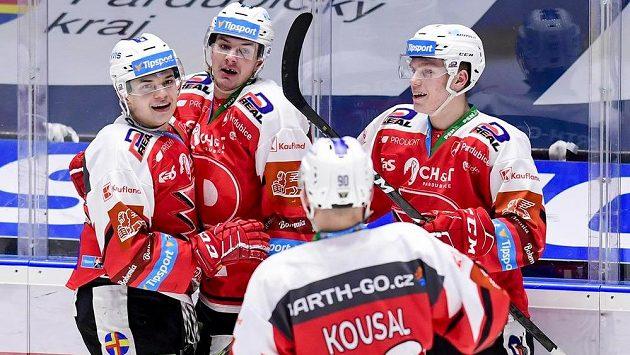 Hokejisté Pardubic se radují z gólu, (zleva) autor branky Matěj Blümel, Matej Paulovič, Robert Kousal a Michal Hrádek.