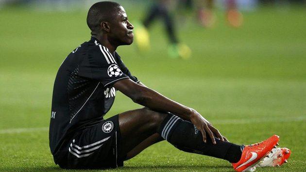 Brazilský středopolař Ramires z londýnské Chelsea může zpytovat svědomí.