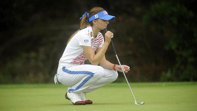 Soustředění Kláry Spilkové na greenu při turnaji série Ladies European Tour v Dýšině u Plzně.