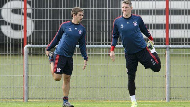 Obránce Bayernu Mnichov Philipp Lahm (vlevo) se spoluhráčem Bastianem Schweinsteigerem na tréninku před utkáním Ligy mistrů s Plzní.
