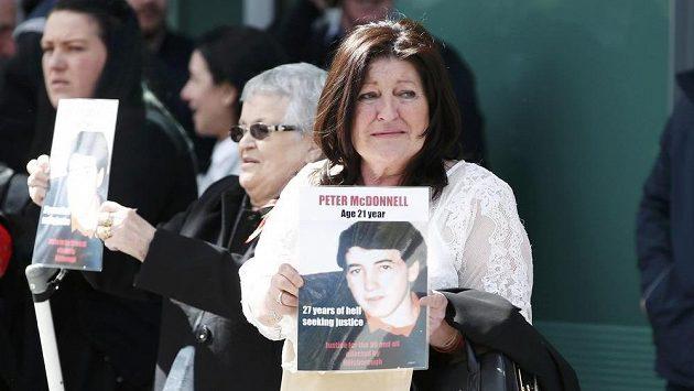 Příbuzní obětí po novém verdiktu soudu.