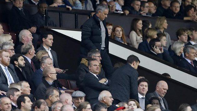 Kouč Manchesteru United José Mourinho sledoval zápas zase jen z tribuny.